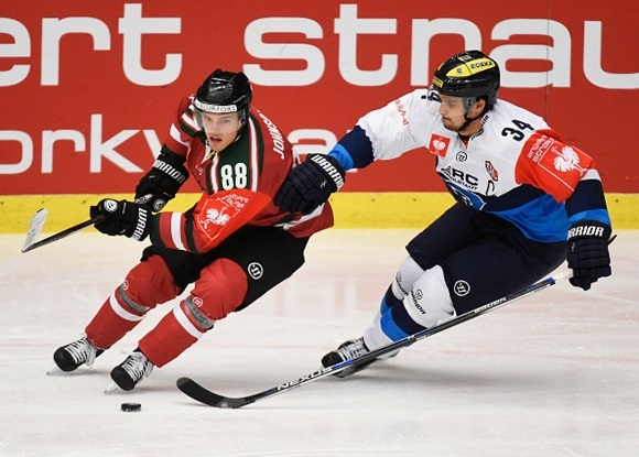 Photo: On pace for his best season yet, Andreas Johnson already has 10 points in 12 games on loan to the SHL's Frolunda HC. (Courtesy of Tommy Holl/Frolunda Gothenburg/Champions Hockey League via Getty Images)